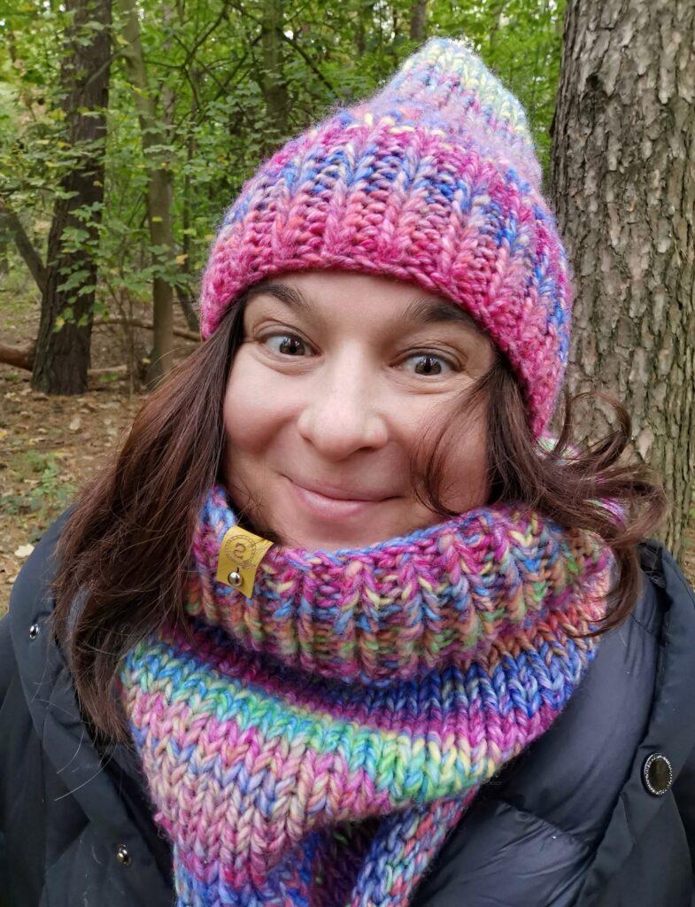 To ja, Aurelia w czapce i kominie, które sama zrobiłam na drutach