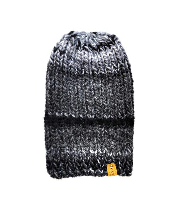 czapka zrobiona na drutach biało-czarna