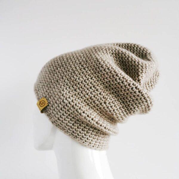 beżowa czapka na wiosnę